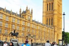 39 za Parlamentem
